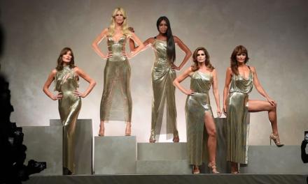 ¡Mira a las supermodels chavorrucas de los noventa desfilar en el show de Versace!