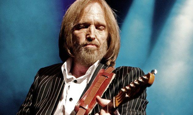 Agoniza Tom Petty a los 66 años