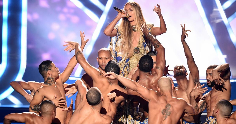 Jennifer López hace un recuento de sus éxitos en los VMA
