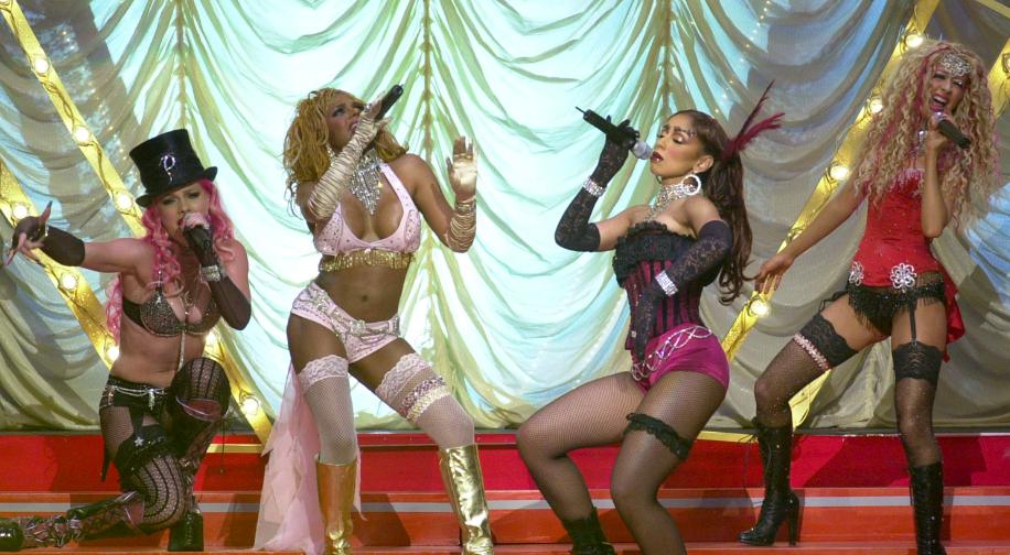 """¡Christina Aguilera y Lil' Kim interpretan """"Lady Marmalade» 17 años después!"""