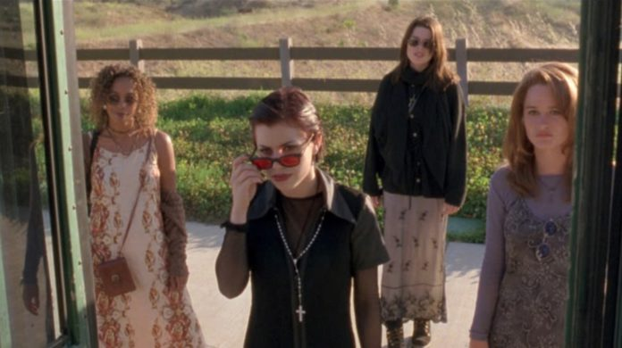 Preparan remake de 'Jóvenes Brujas' y esto es todo lo que tienes que saber